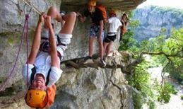 Escale Ardèche : canyon, via ferrata et spéléologie